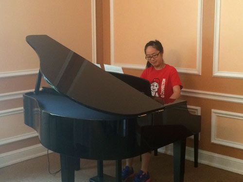 Honors student playing piano in Neihardt